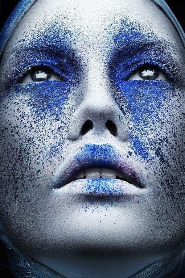 Maquiagem azul estilo artístico