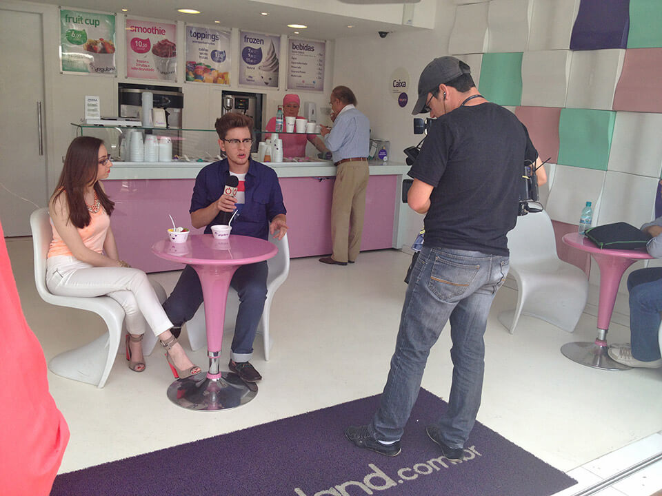 Manu Luize no programa Moda Básica falando sobre tons pastel