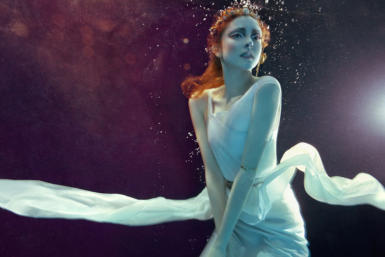 Zena Holloway - Undewater fashion photography
