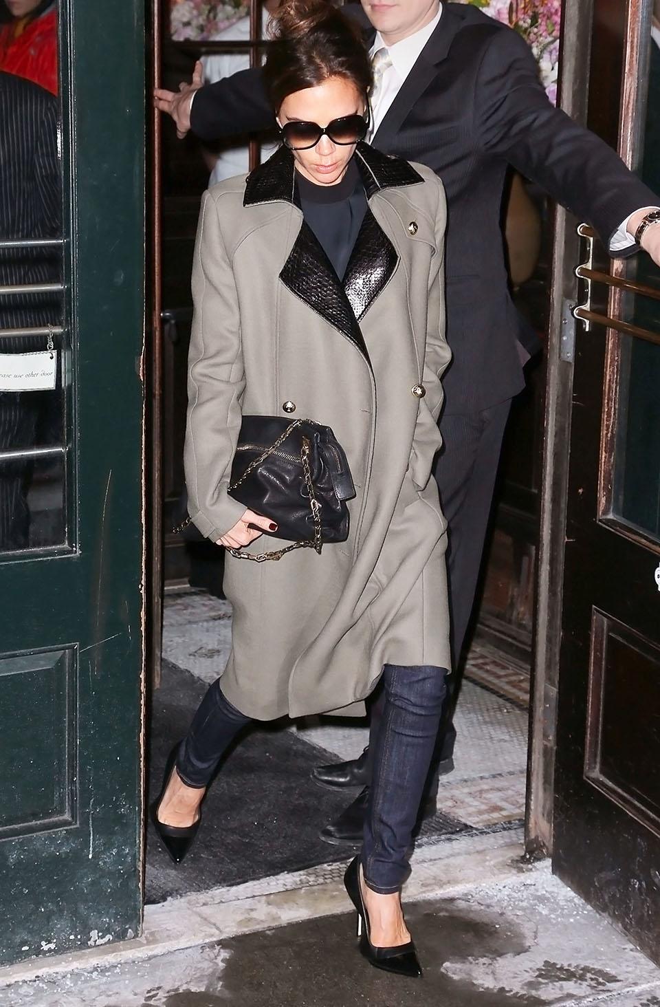 Victoria Beckham: Look com casaco longo