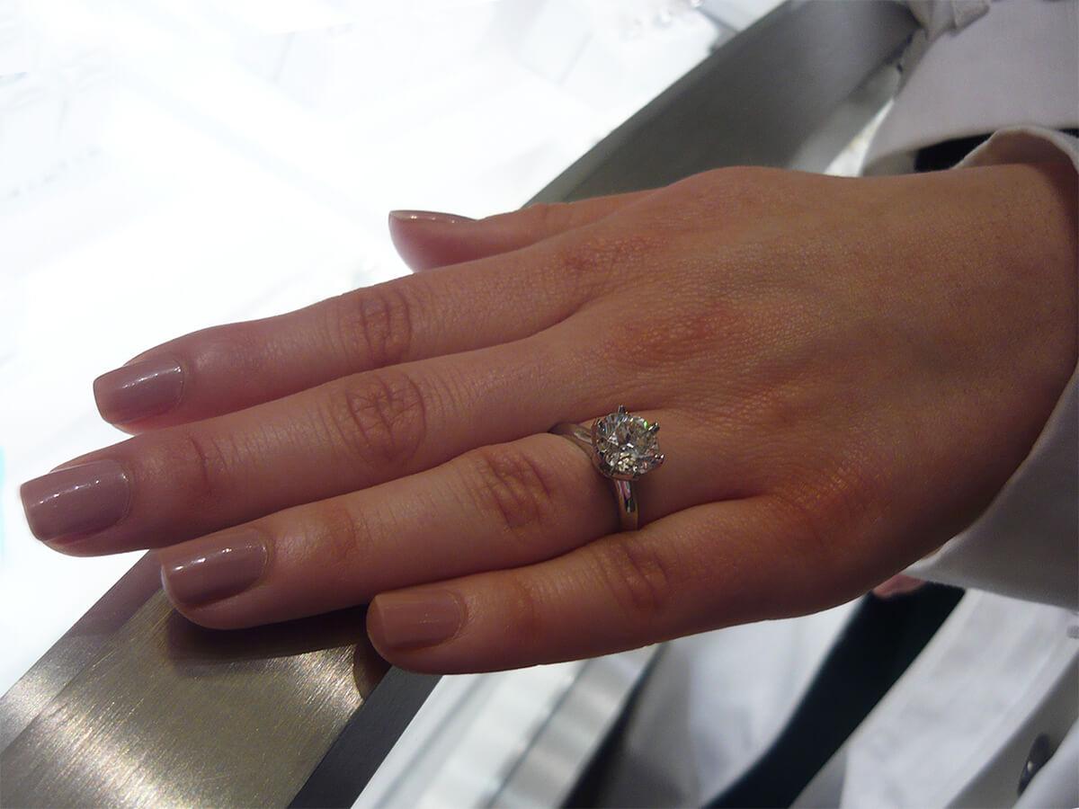 Tiffany Setting: o famoso anel de noivado da Tiffany & Co, criado em 1886.