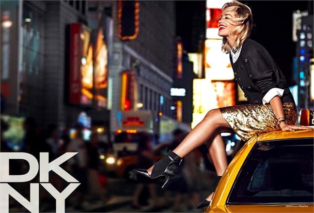Rita Ora estreia campanha da DKNY de Resort 2014