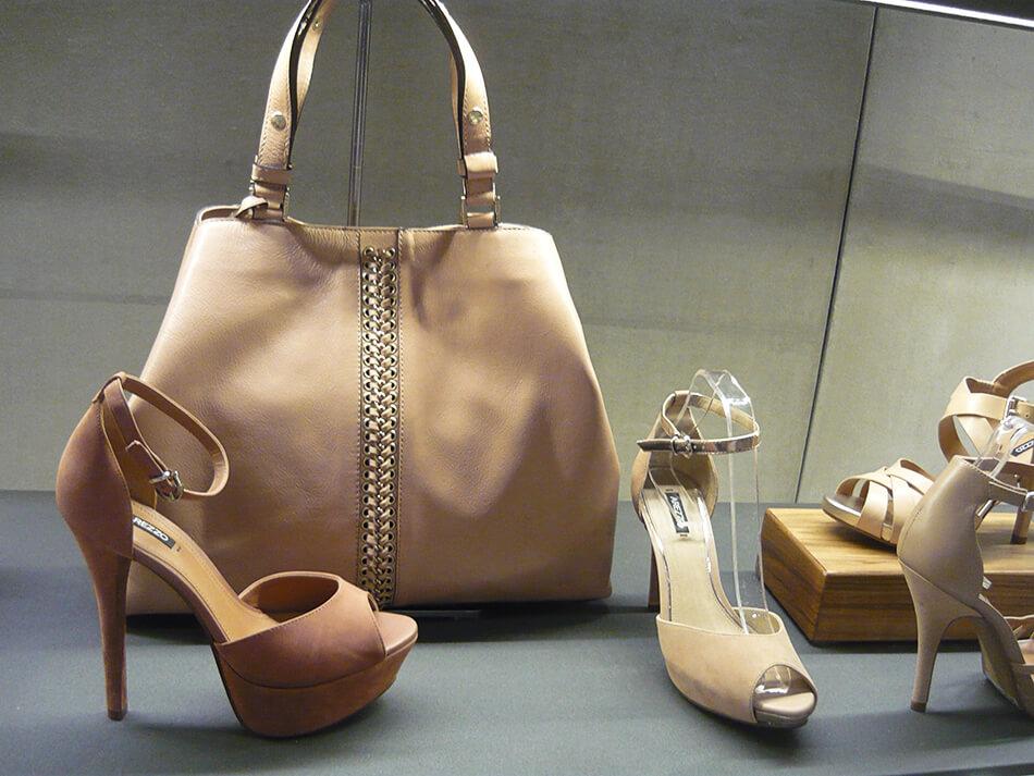 Bolsas e sapatos no lançamento de Alto Verão 2014 da Arezzo em Curitiba - Tendência cor blush