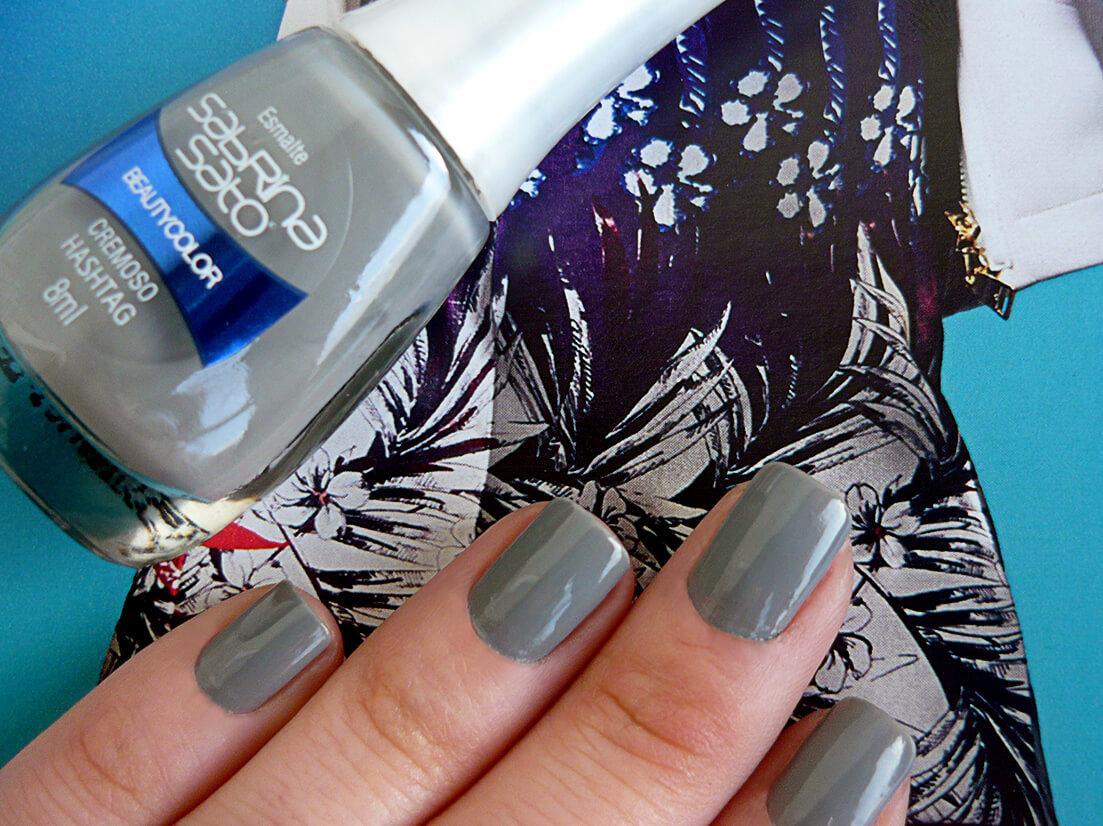 Esmalte cinza, cor: Hashtag - Beauty Color, da coleção Sabrina Sato.