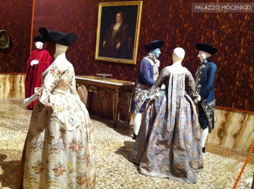 Roupas dos séculos XVII e XVIII no Palazzo Mocenigo em Veneza - Itália