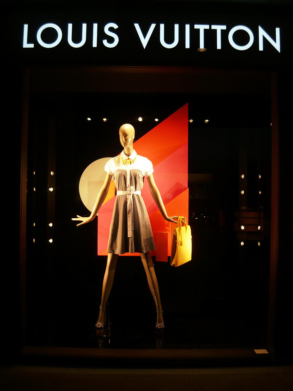 Vitrine de Primavera/Verão 2014 da Louis Vuitton em Veneza - Itália