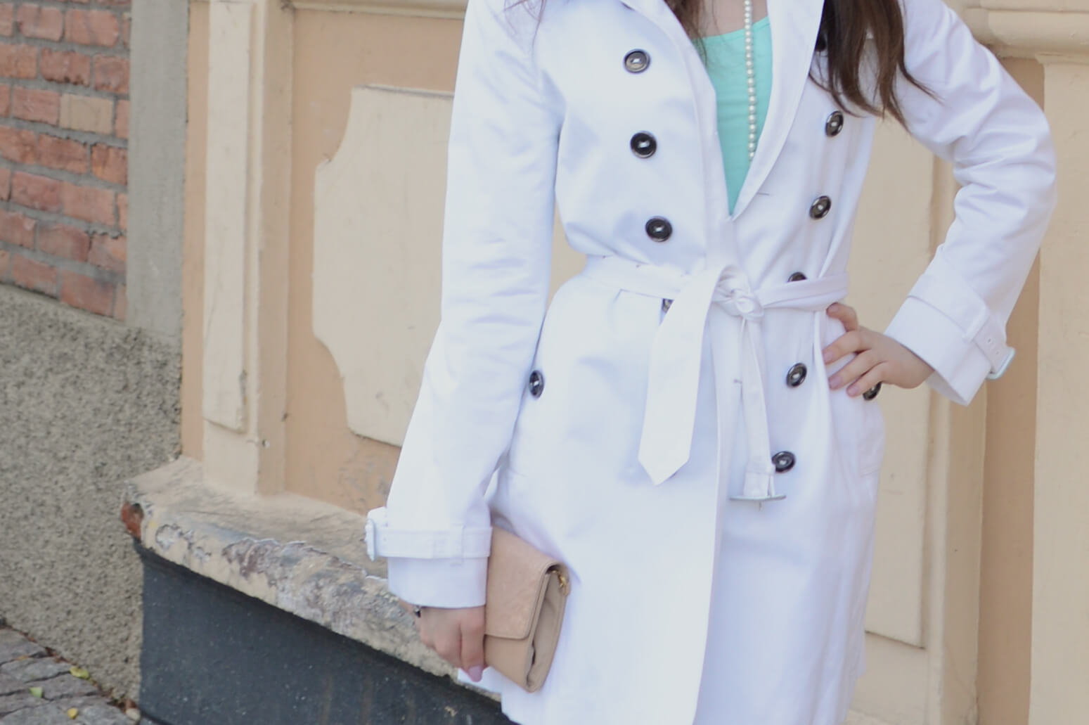 Look do dia: Trench coat branco e tons pastel