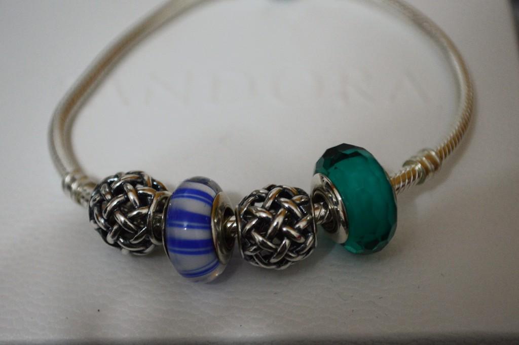 Pandora com charms e murano facetado