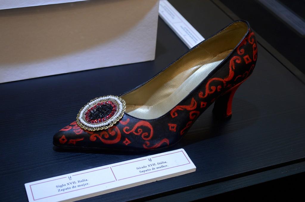 Sapato do século XVII da Itália - Exposição no ParkShopping Barigüi