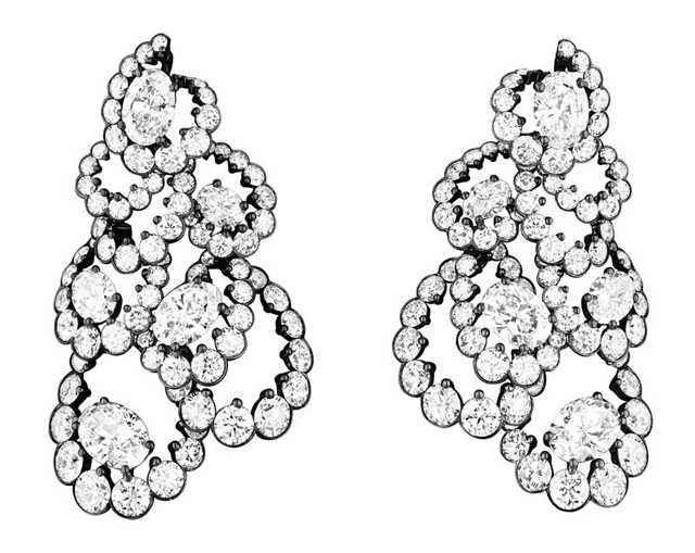 """Brincos de diamante da coleção """"Archi Dior"""" de alta joalheria"""