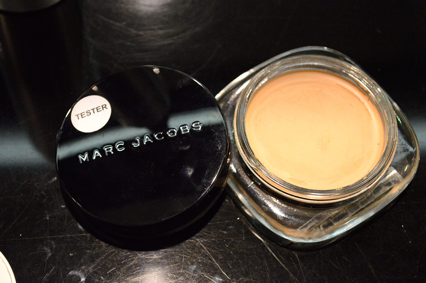 Marc Jacobs Beauty: Base Marvelous Mousse