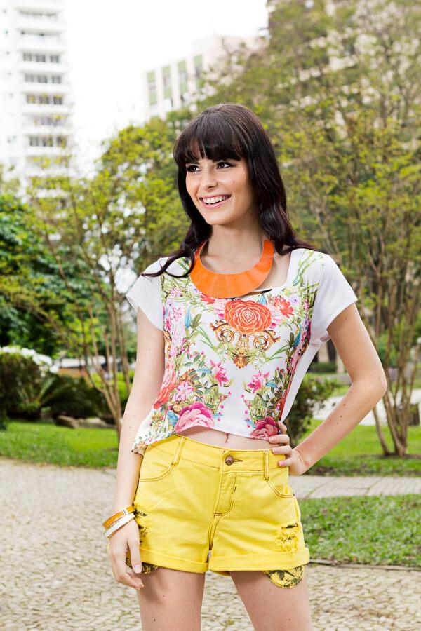 Look para verão: Top cropped e short amarelo