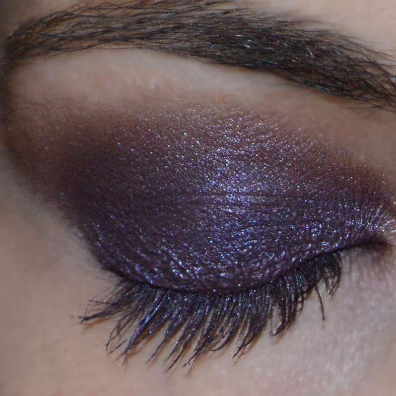 Swatch Sombra Tigi na cor Purple Haze (roxa)