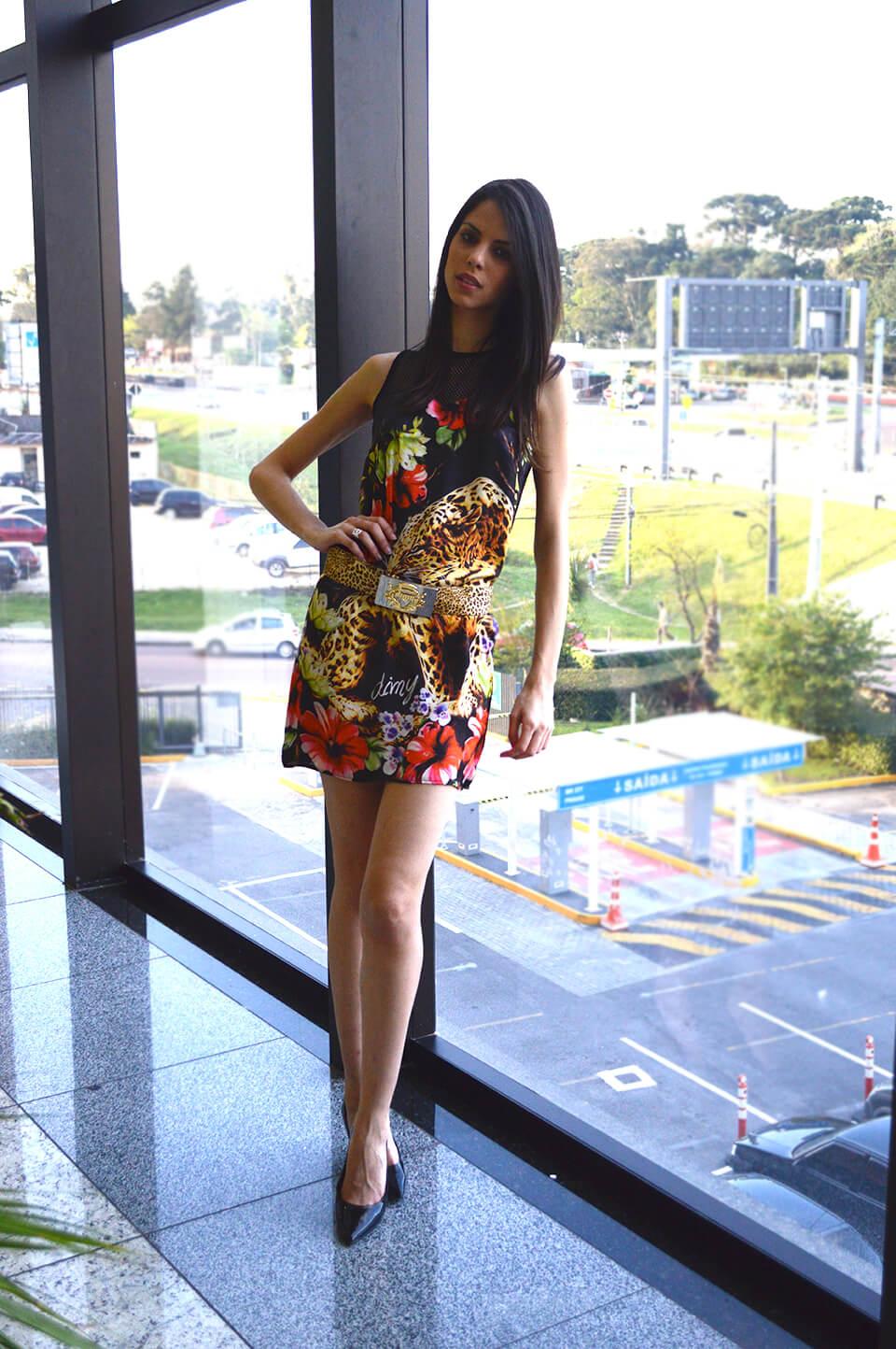 Vestido estampa animal print e floral da Dimy em Curitiba