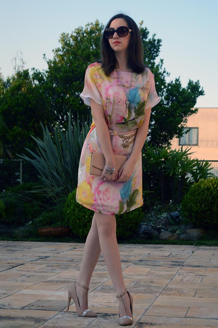 Look do dia com vestido floral da Dimy