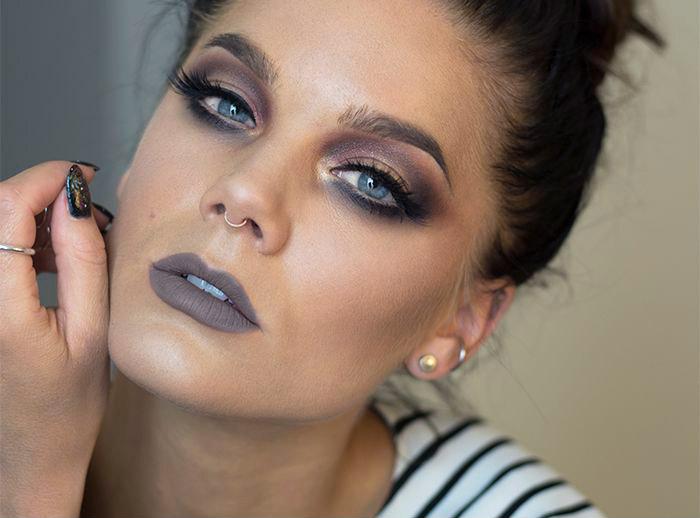 Maquiagem com batom cinza e sombra marrom