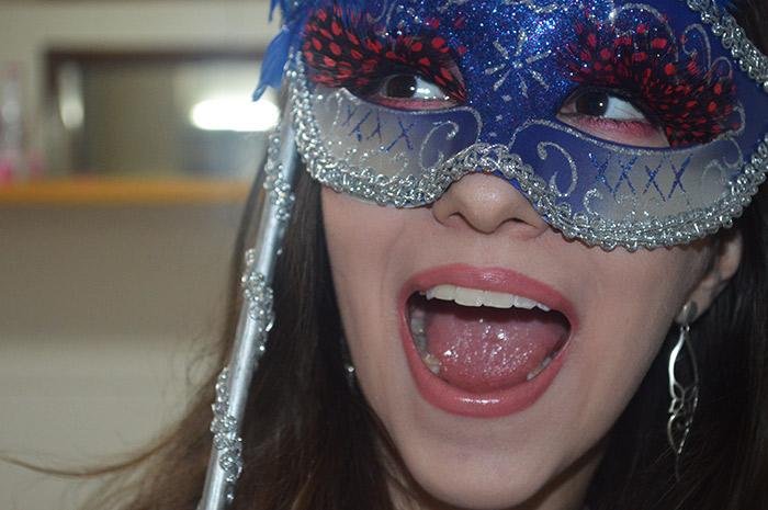 Maquiagem de Carnaval com cílios postiços