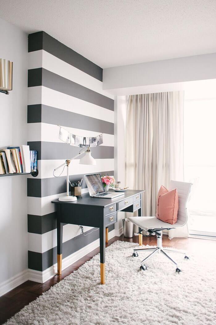 Escritório em casa delicado em preto e branco