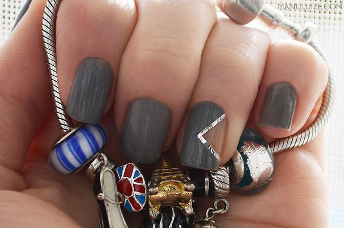 Unhas decoradas: manicure negativa