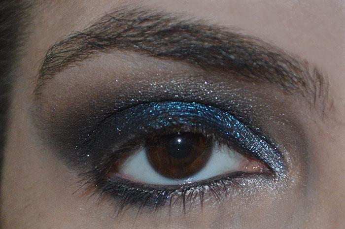 Maquiagem azul e preta - smokey eyes