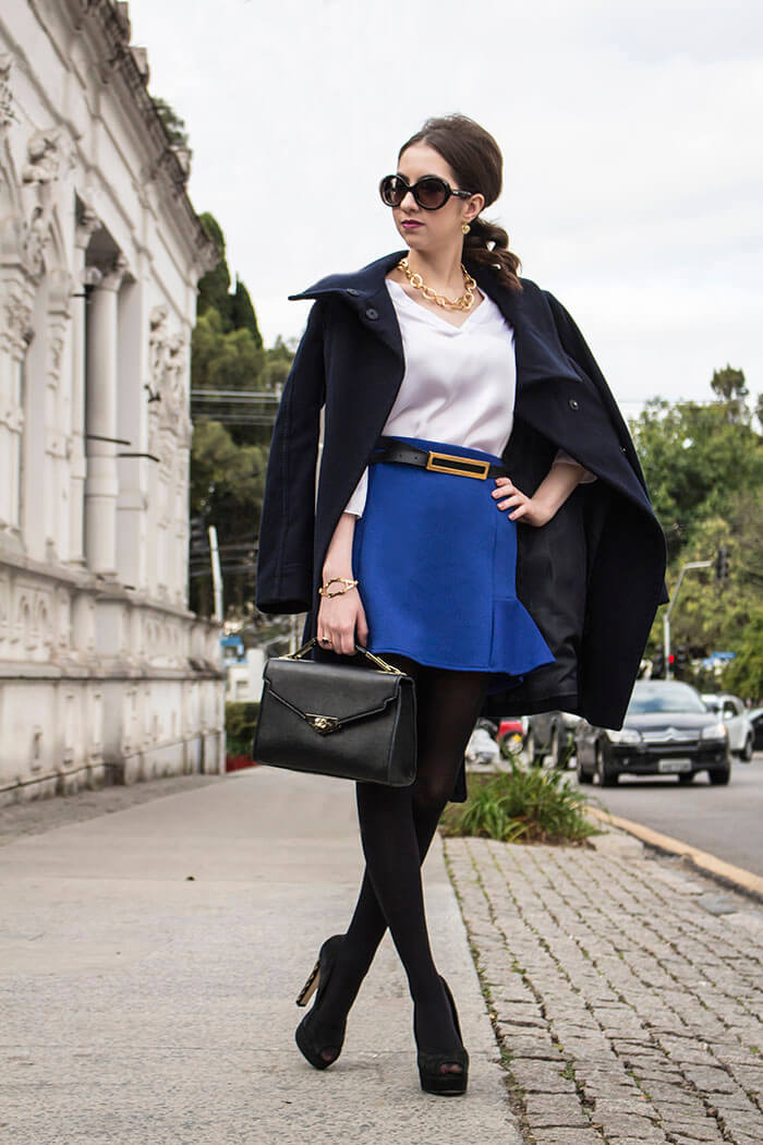 Look com casaco de lã azul