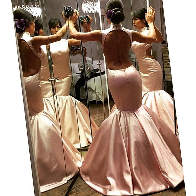 Sabrina Sato com vestido de festa rosa blush