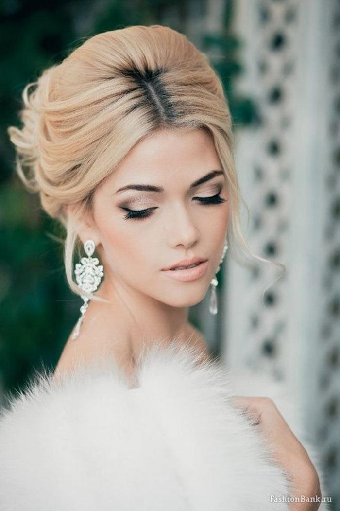 Maquiagem com delineador de gatinho para noivas