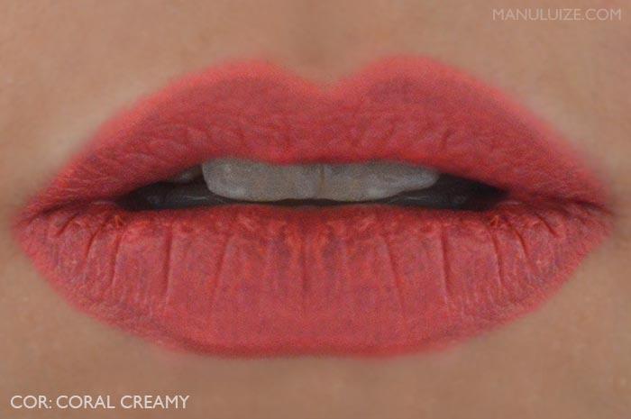 Coral Creamy nos lábios - O Boticário