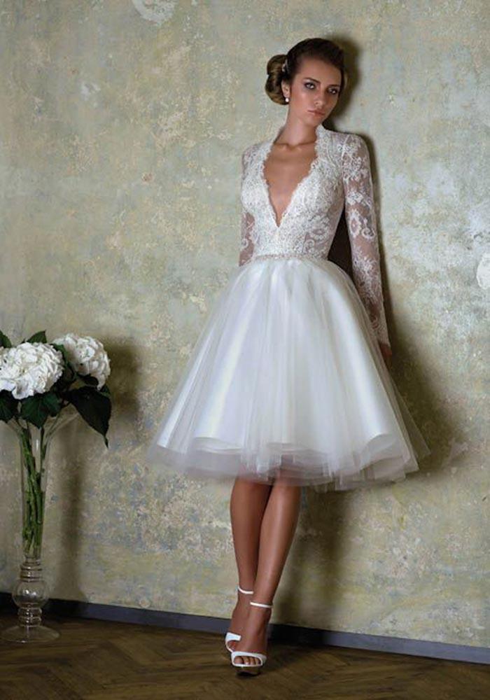 Vestido de noiva curto em decote V