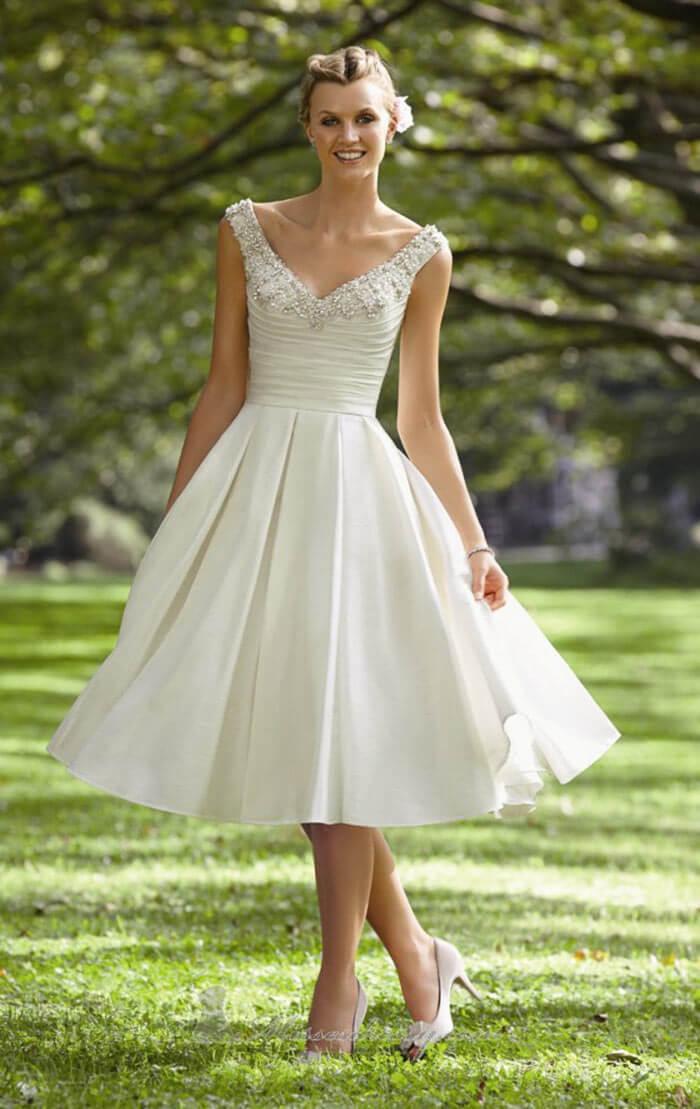 Vestido de noiva curto com saia rodada