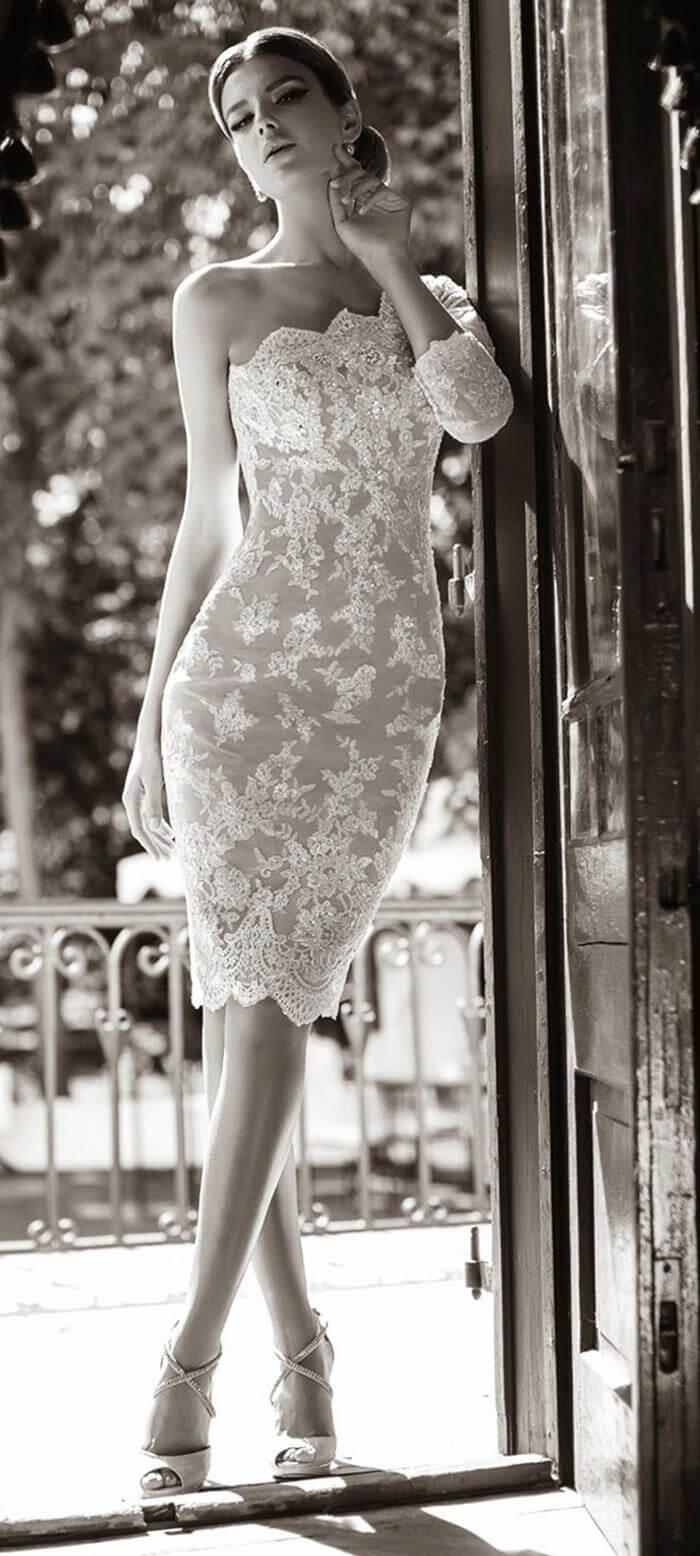 Vestido de noiva curto de um ombro só