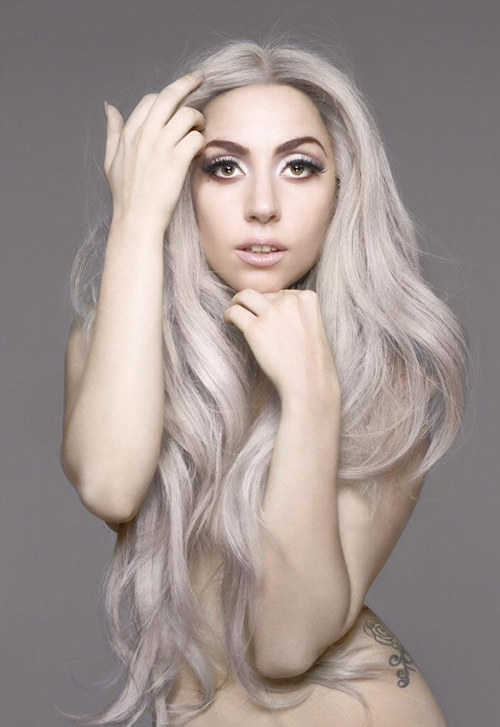 Lady Gaga de cabelo cinza