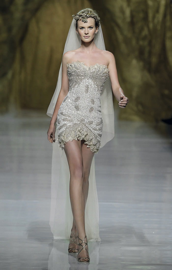 Vestido de noiva curto todo bordado