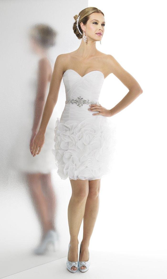 Vestido curto com babados para noivas