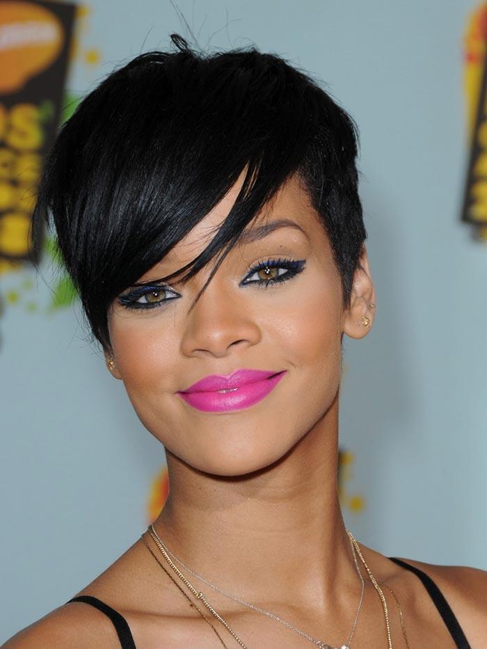 Rihanna com corte pixie