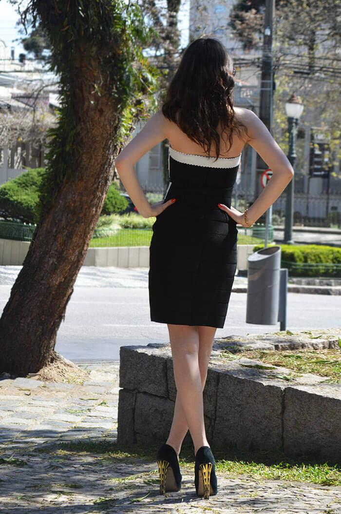 Vestido preto e branco costas
