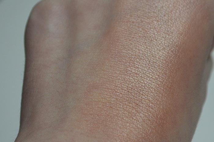 Iluminador Liquid Sun na pele