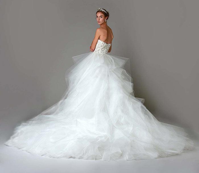 Vestido de noiva lindo Marchesa com cauda