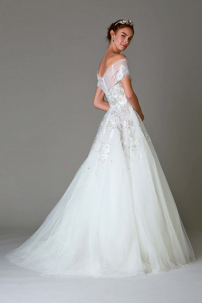 Vestido de noiva princesa com cauda
