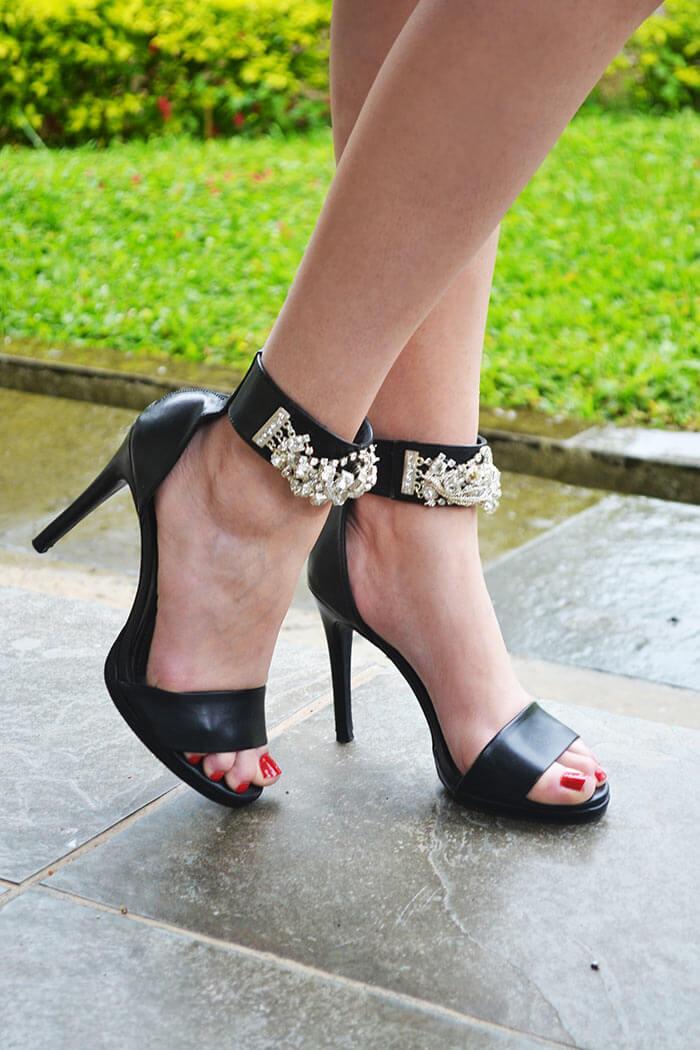 Sandálias de salto com strass