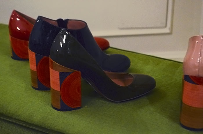Sapato com salto decorado