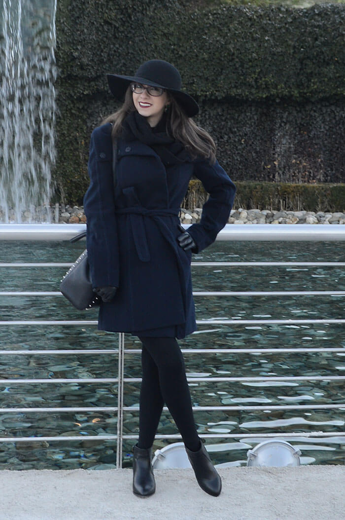 Look casaco de lã e chapéu