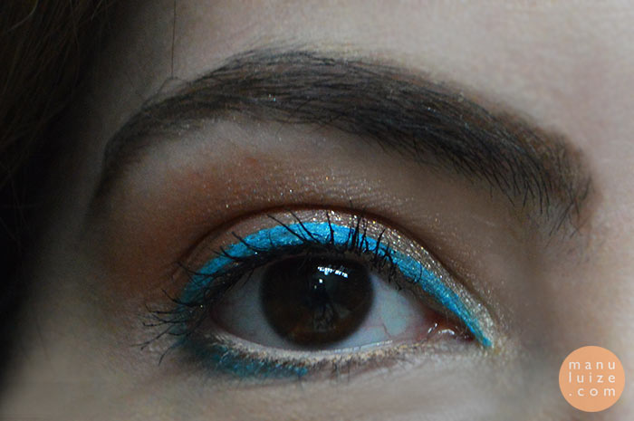 Delineado azul turquesa