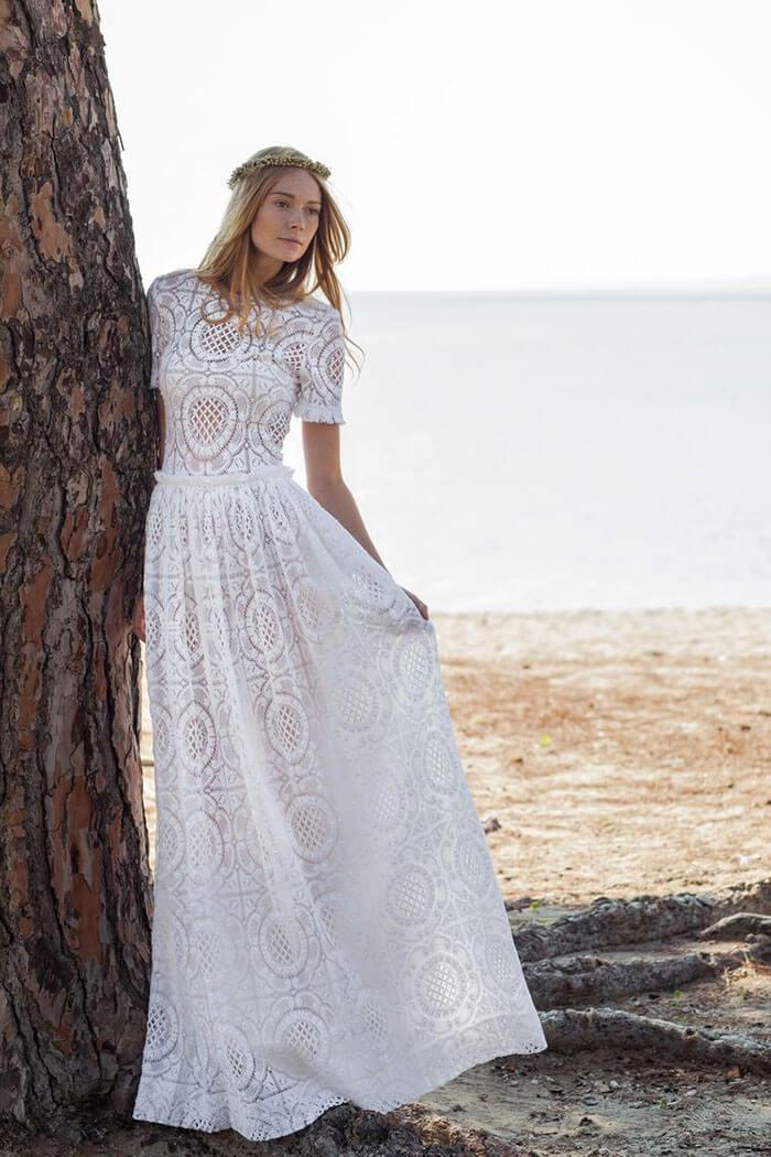 Vestido de noiva com renda na praia