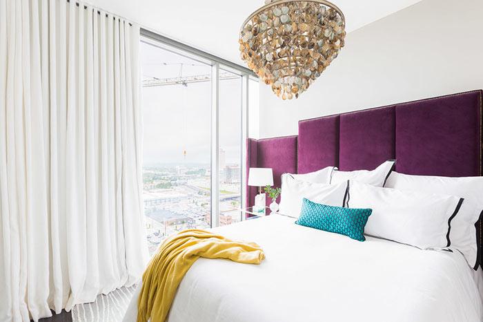 Decoração de quarto com roxo