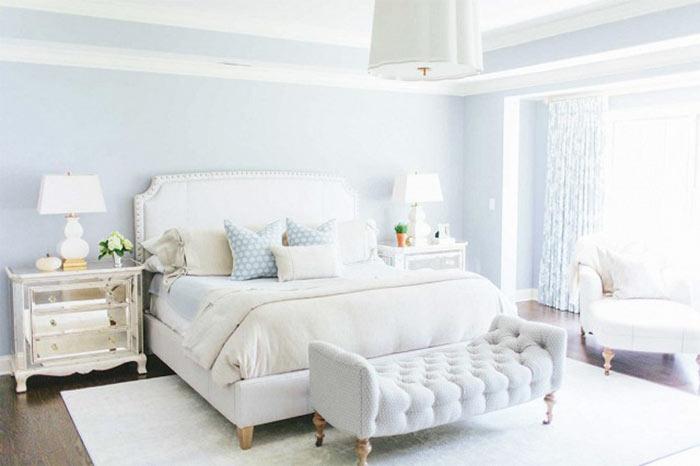 Decoração de quarto clássico azul e branco