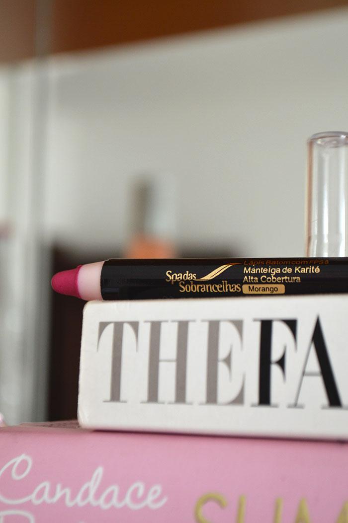 Lápis batom do Spa das Sobrancelhas - Cor: Morango
