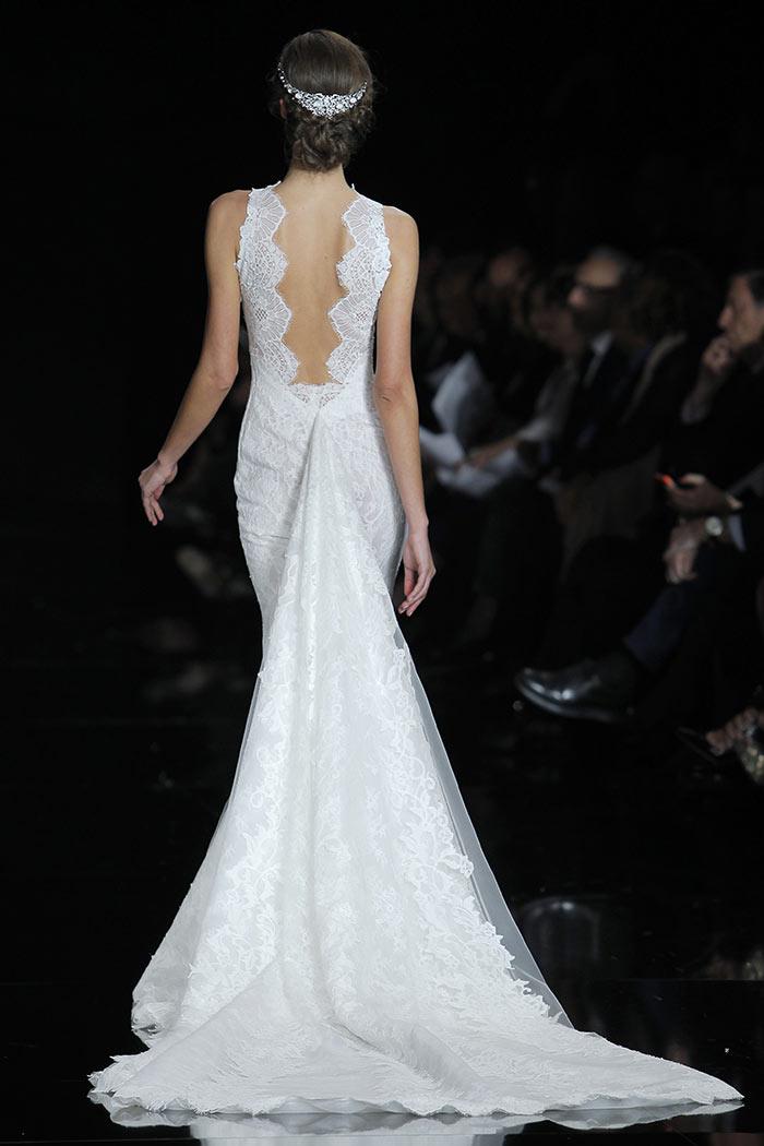 Noivas: Vestido de renda com cauda