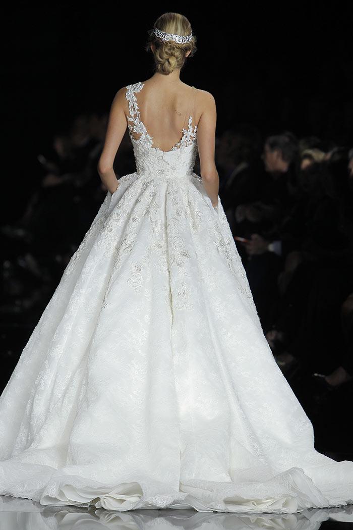 Vestidos de noiva com sai princesa e cauda