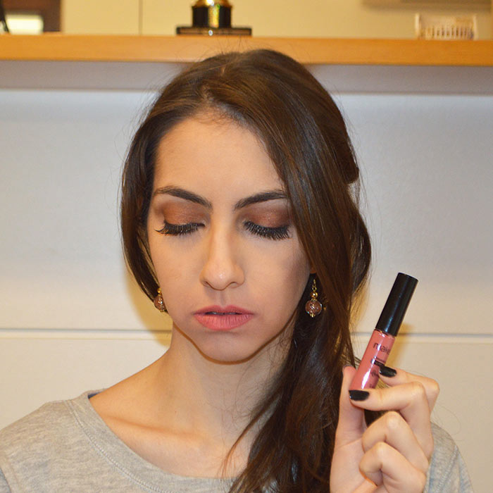 Make com Mousse Labial Salmon Avenue - Make B. O Boticário